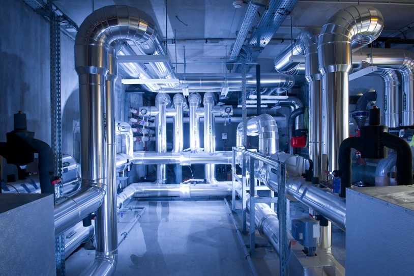 Centre de Calcul du CNES : circuit d'arrivée de l'eau glacée (7°C).